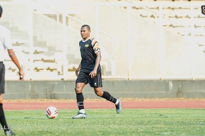 Pemain baru Dewa United, Yustinus Pae