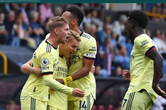Para pemain Arsenal merayakan gol yang dicetak oleh Martin Odegaard ke gawang Burnley.