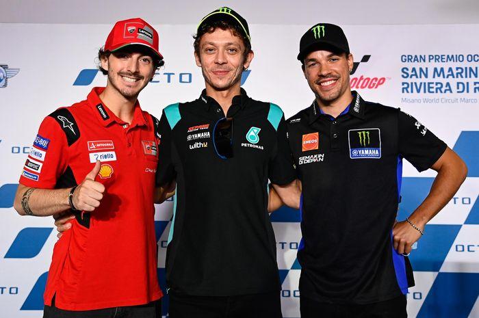 Pembalap Petronas Yamaha SRT, Valentino Rossi (tengah) bersama Francesco Bagnaia (kiri, Ducati) dan Franco Morbidelli kanan, (Monster Energy Yamaha)