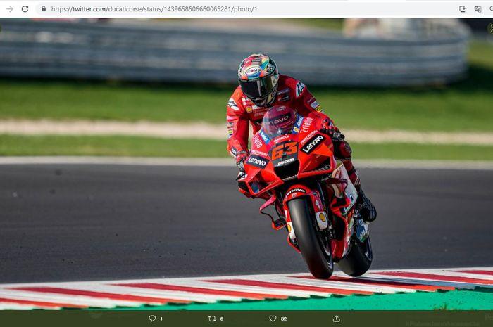 Pembalap Ducati Lenovo, Francesco Bagnaia, saat mengaspal pada MotoGP San Marino 2021 di Sirkuit Misano, Italia, Minggu (19/9/2021).