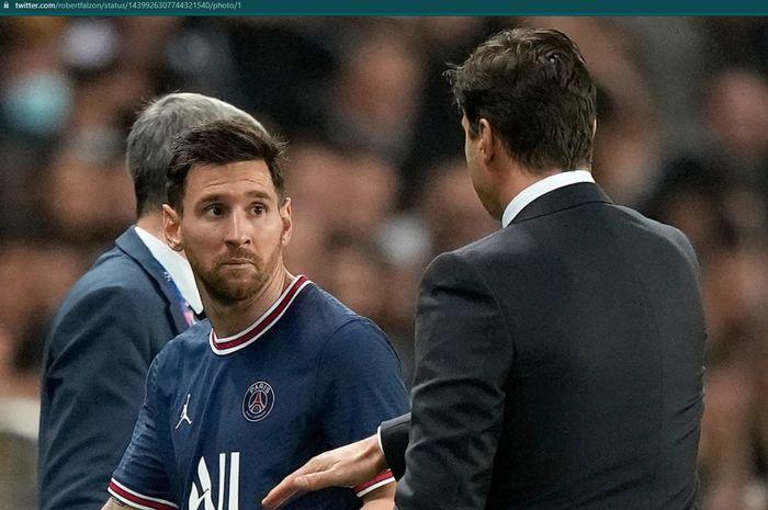 Momen Lionel Messi menolak jabat tangan dengan Mauricio Pochettino dalam laga PSG kontra Olympique Lyon.