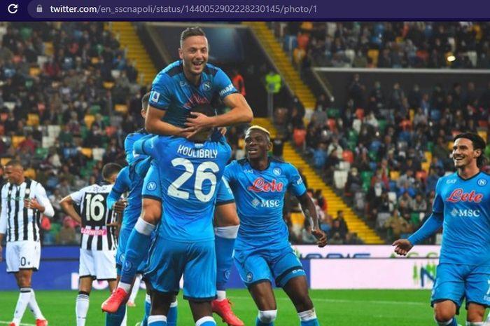 Napoli mengakhiri penantian tiga tahun untuk memuncaki klasemen sementara Liga Italia 2021-2022 usai meraih hasil sempurna dalam 4 pertandingan.