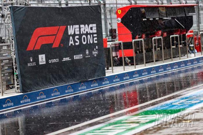 Penampakan Sochi Autodrom yang dilanda hujan deras saat tengah menggelar seri balap Formula 1 alias F1 GP Rusia 2021 pada 24-26 September 2021.