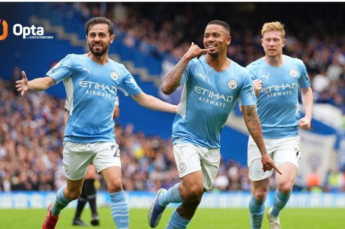 Gabriel Jesus (tengah) merayakan golnya untuk Manchester City ke gawang Chelsea pada duel Liga Inggris di Stamford Bridge, 25 September 2021.