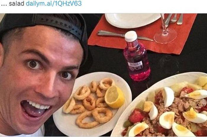 Megabintang Manchester United, Cristiano Ronaldo, dikabarkan telah meyakinkan para koki klub untuk menambahkan makanan favoritnya ke daftar menu.