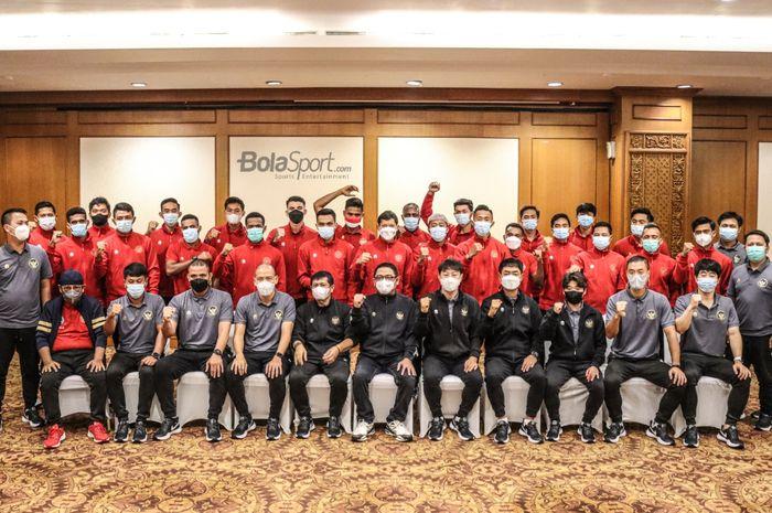 Foto bersama timnas Indonesia asuhan Shin Tae-yong dalam acara pelepasan skuat Garuda