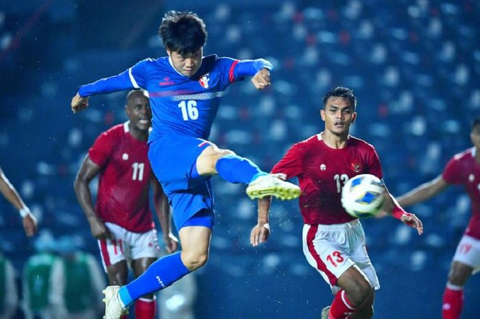 Gelandang Timnas Taiwan Hsu Heng-pin membobol gawang Timnas Indonesia dalam leg 1 play-off Kualifikasi Piala Asia 2023.