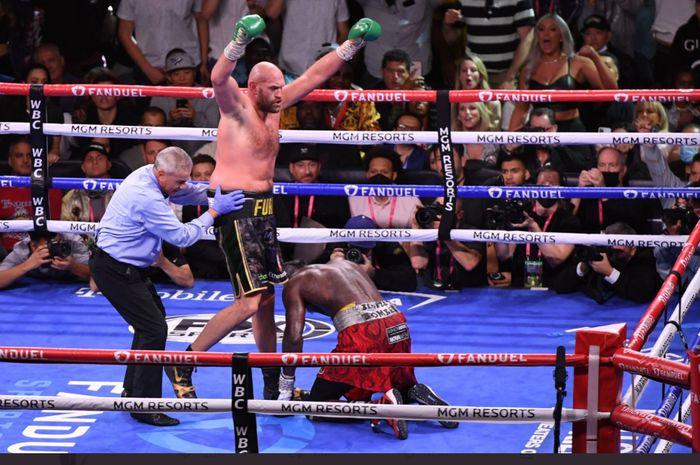 Tyson Fury mengalahkan Deontay Wilder dalam laga tinju kelas berat memperebutkan sabuk WBC, Sabtu (9/10/2021) di Las Vegas.