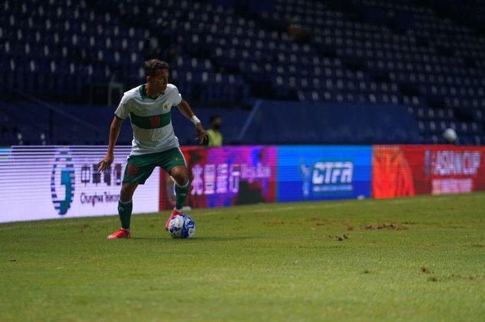 Gelandang timnas Indonesia, Egy Maulana Vikri saat memperkuat skuad Garuda melawan Taiwan dalam laga play-off Kualifikasi Piala Asia 2023, di Stadion Chang Arena Buriram, Thailand, Senin (11/10/2021).