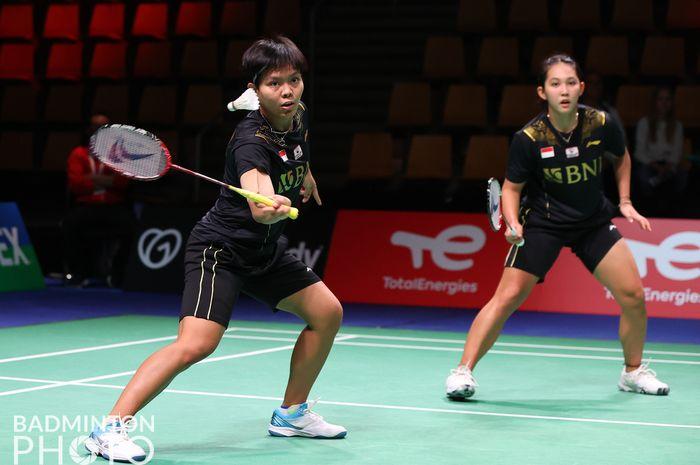 Pasangan ganda putri Indonesia, Siti Fadia Silva Ramadhanti/Ribka Sugiarto, pada partai kedua melawan Jepang di Ceres Arena, Aarhus, Denmark, Selasa (12/10/2021).