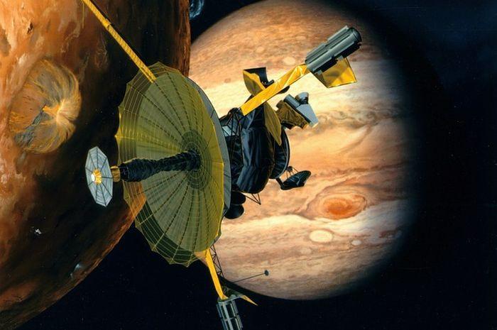 Misi utama Galileo adalah menjelajah planet terbesar, yakni Jupiter.