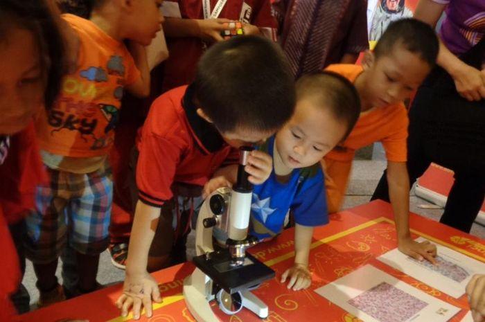 Mikroskop, alat untuk mengamati benda super kecil