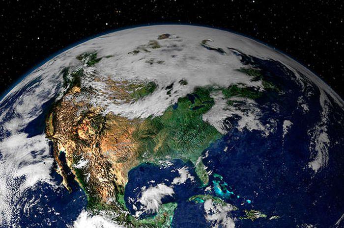 Bumi berputar dengan dua cara, yaitu berputar pada porosnya (rotasi) dan berputar mengelilingi Matahari (revolusi).