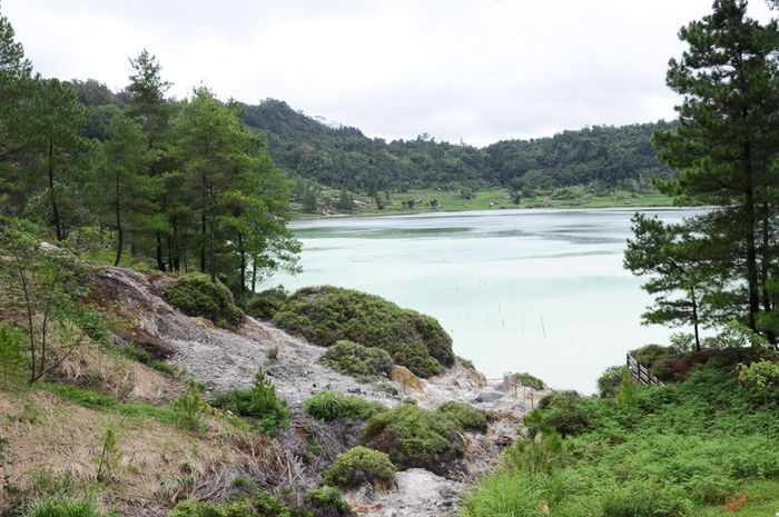 Pemandangan Danau Linow