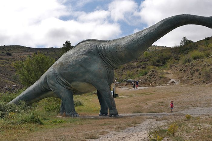 Brachiosaurus merupakan dinosaurus tertinggi.