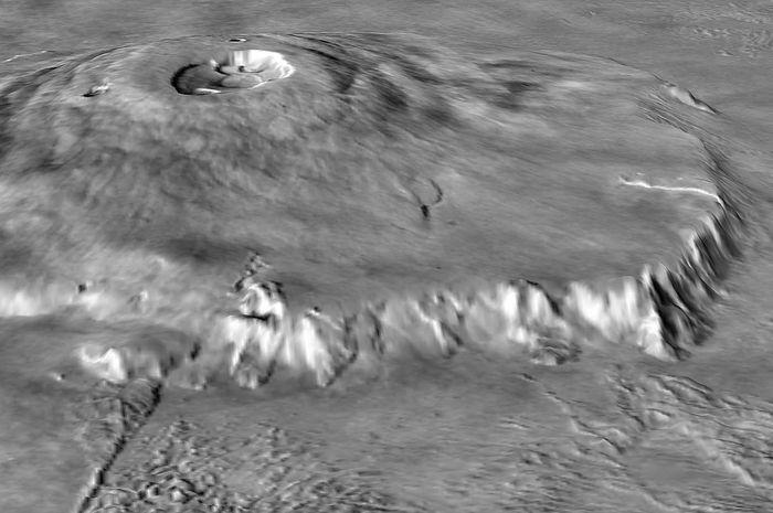 Tinggi Olympus Mons mencapai 24 kilometer, sekitar 3 kalinya Gunung Everest.
