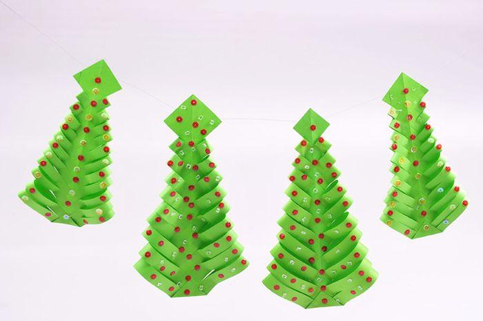Rangkaian Pohon Natal dari Kertas