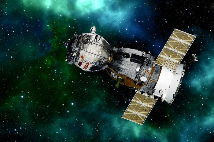Umur satelit buatan itu berbeda-beda, tapi rata-rata berumur 15 tahun.