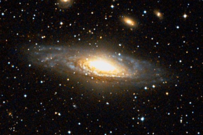 Galaksi NGC 7331, kembaran Galaksi Bimasakti