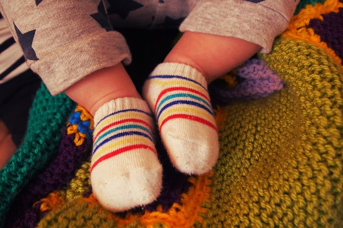 Manfaat memakai kaus kaki basah saat tidur