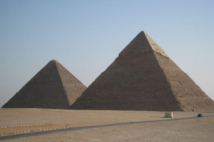 Piramida Giza menjadi bagian dari Tujuh Keajaiban Dunia.