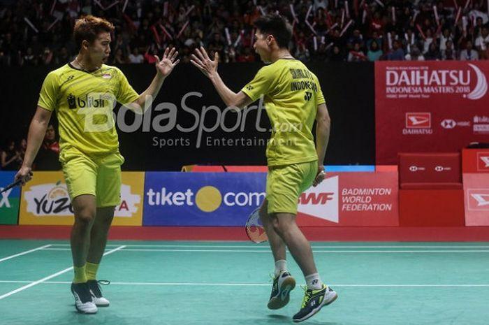 Pasangan ganda putra Indonesia, Marcus Fernaldi Gideon/Kevin Sanjaya Sukamuljo, pada final Indonesia Masters 2018 di Istora Senayan, Jakarta, Minggu (28/1/2018)