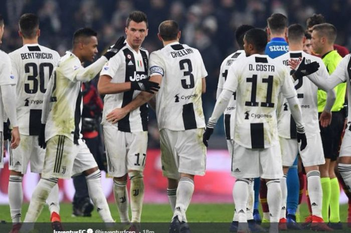 Skuat Juventus bersuka cita usai menaklukkan AS Roma di Liga Italia Serie A pada Minggu (23/12/2018)
