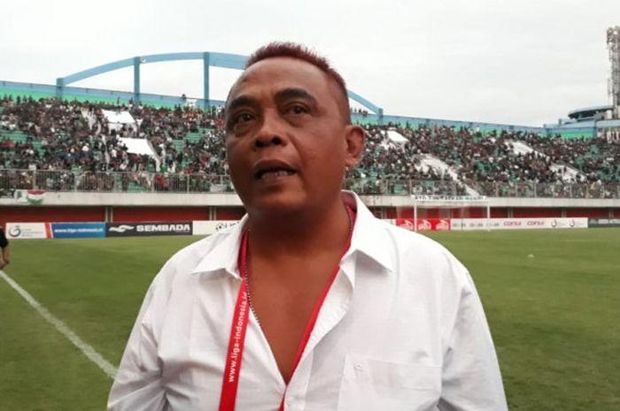 Manajer PSS Sleman, Sismantoro, saat ditemui awak media di tengah perayaan kesuksesan tim Elang Jawa