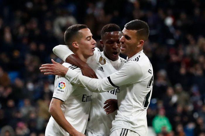 Pemain Real Madrid, Lucas Vazquez, Vinicius Junior, dan Dani Ceballos, berselebrasi dalam laga leg pertama Copa del Rey di Stadion Santiago Bernabeu, Rabi (9/1/2019).