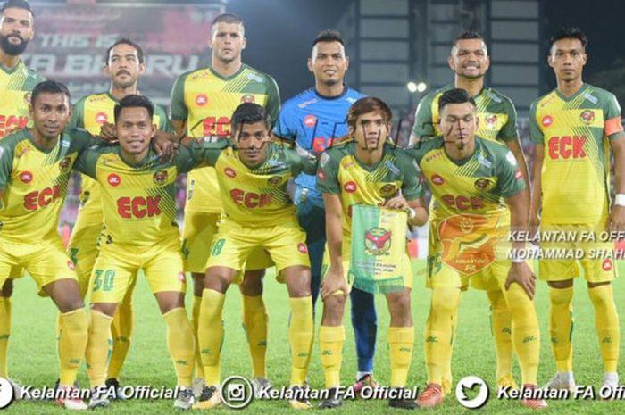 Andik Vermansah (depan, dua dari kiri) bersama pemain Kedah FA sebelum bersua tuan rumah Kelantan FA pada laga pamungkas fase Grup C Piala Malaysia 2018 di Stadion Sultan Muhammad ke-IV, Kota Bahru, 16 September 2018.