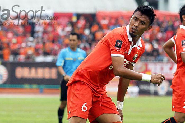 Bek Persija Jakarta, Maman Abdurrahman, saat tampil melawan Madura United dalam laga Cilacap Cup 201