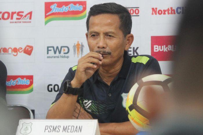 Pelatih PSMS Medan, Djadjang Nurdjaman, dalam sesi konferensi pers di Stadion Kebun Bunga, Medan, Senin (4/6/2018), menjelang laga kontra Persib.