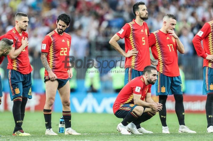 Para pemain Spanyol meratapi kekalahan dari Rusia lewat adu penalti dalam partai babak 16 besar Piala Dunia 2018 di Stadion Luzhniki, Moskow, 1 Juli 2018.