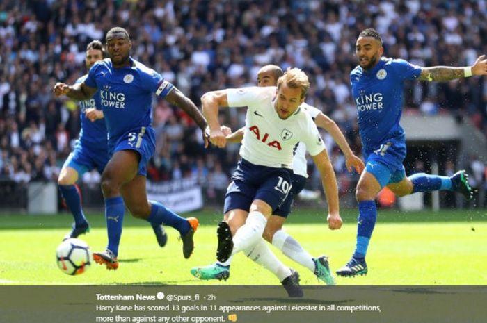 Penyerang Tottenham Hotspur, Harry Kane, berduel dengan para pemain Leicester City dalam laga pekan ke-38 Liga Inggris 2017-2018, pada 13 Mei 2018 di Stadion Wembley, London.