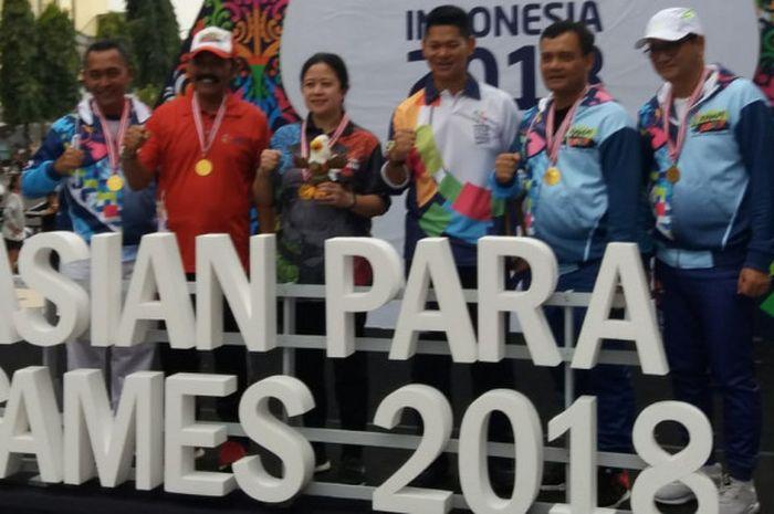 FX Hadi Rudiyatmo, Puan Mahadrani, dan Raja Sapta Oktohari saat pawai obor Asian Para Games 2018 di Balai Kota Surakarta, pada Rabu (5/9/2018).