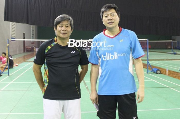 Dari kiri ke kanan, pelatih dan asisten pelatih ganda putra nasional, Herry Iman Pierngadi dan Aryono Miranat, berpose di hall pelatnas Cipayung, Jakarta, Kamis (19/4/2018).