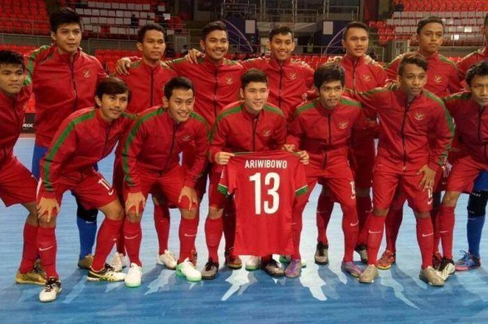Timnas futsal U-20 Indonesia berpose sebelum laga lanjutan Grup B kontra China Taipei dalam AFC U-20 Futsal Championship 2017 di Huamark Indoor Stadium, Bangkok, Thailand, Rabu (17/5/2017).