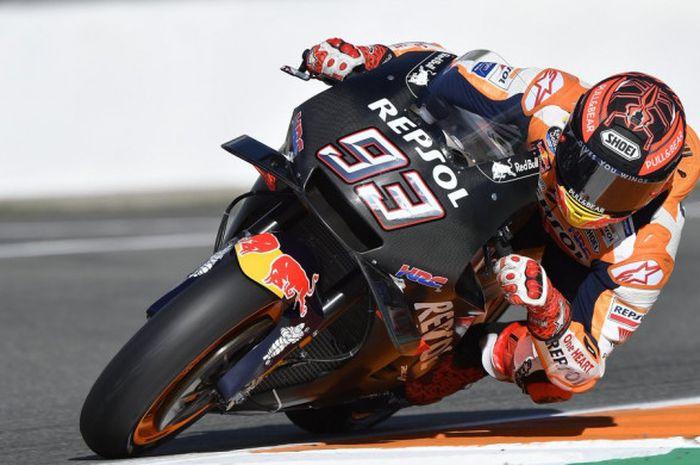 Aksi Marc Marquez (Repsol Honda) saat mengikuti sesi tes MotoGP yang diadakan di Sirkuit Ricardo Tormo, Valencia, Spanyol, pada Selasa (21/11/2018).