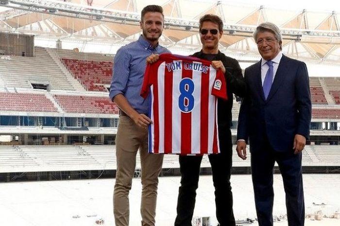 Aktor Hollywood, Tom Cruise, saat mengunjungi Wanda Metropolitano pada Selasa (30/5/2017)