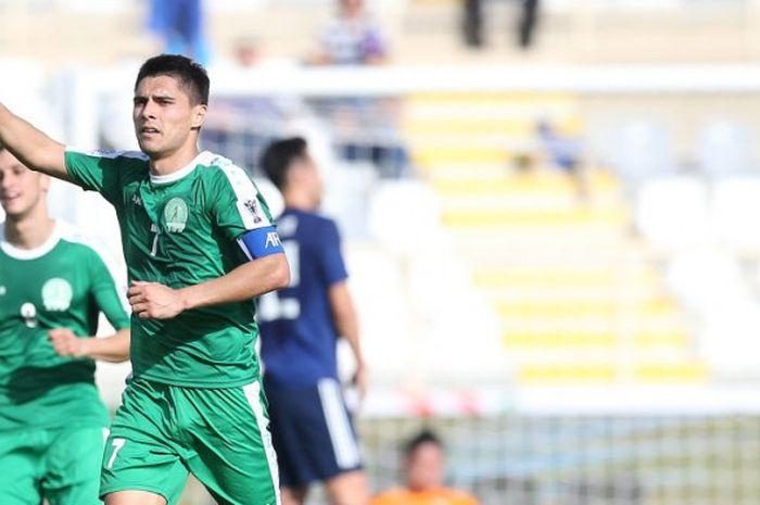 Penyerang timnas Turkmenistan, Arslanmyrat Amanov berselebrasi merayakan golnya ke gawang timnas Jepang pada laga pertama Grup F Piala Asia 2019 di Stadion Al-Nahyan, Abu Dhabi, UEA, 9 Januari 2019.