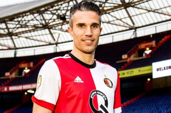 Robin van Persie saat diperkenalkan kembali sebagai pemain Feyenoord di Stadion De Kuip, Rotterdam,