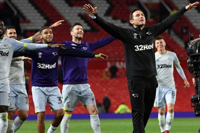 Selebrasi kemenangan Manajer Derby County, Frank Lampard, seusai mengantarkan timnya menang atas Manchester United dalam laga ronde ke-3 Piala Liga Inggris 2018-2019 di Stadion Old Trafford, Manchester, Inggris, pada Selasa (25/9/2018).