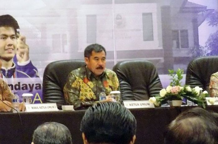 Ketua KONI Jabar, Ahmad Saefudin, saat membuka Rapat Anggota Tahunan KONI Jawa Barat tahun 2016 di Hotel Mercure, Kabupaten Karawang, 22 - 24 Desember 2016.