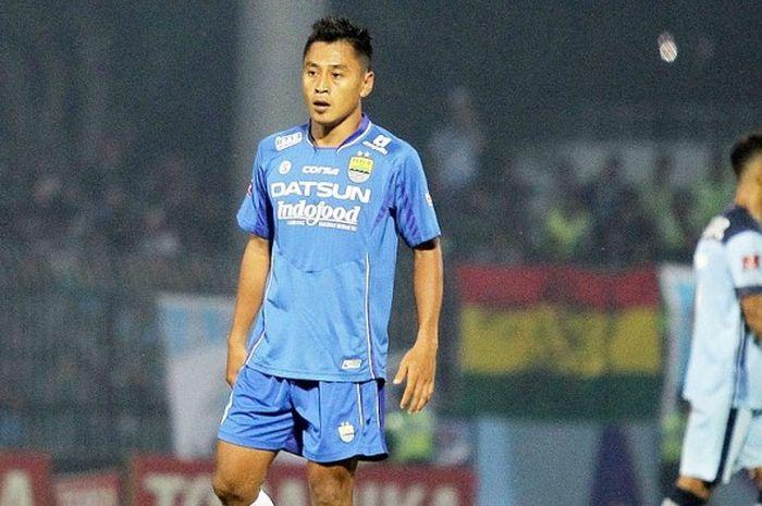 Penyerang Persib Bandung, Samsul Arif, saat tampil melawan Persela Lamongan dalam laga pekan ke-30 Torabika Soccer Championship 2016 yang berakhir dengan skor 1-0 di Stadion Surajaya Lamongan Jawa Tmiur (26/11/2016).
