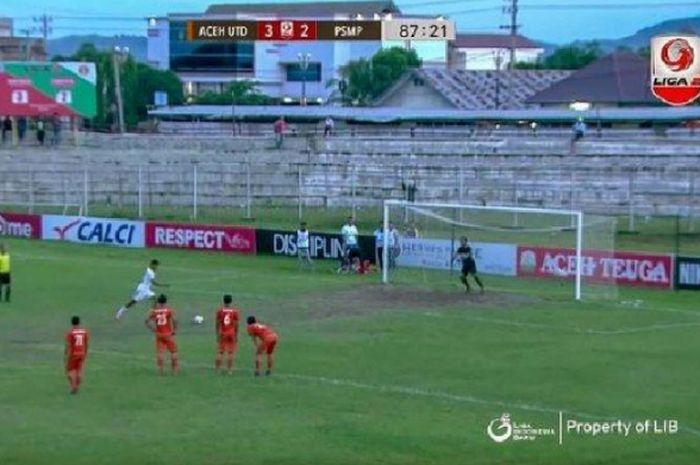 Krisna Adi Darma, pemain yang gagal eksekusi penalti saat PSMP melawan Aceh United, dikabarkan menga
