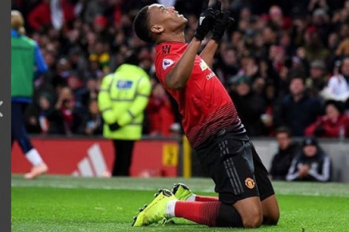 Penyerang Manchester United, Anthony Martial, melakukan selebrasi, dalam laga Liga Inggris