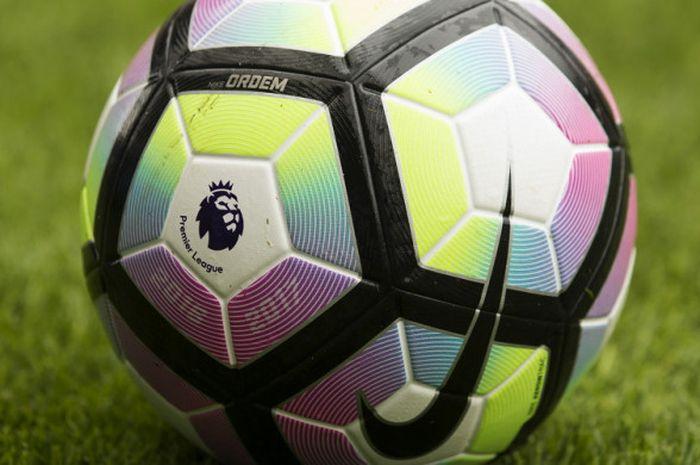 Logo Liga Inggris yang tertera di bola resmi Premier League.