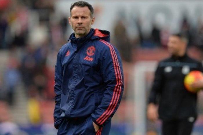 Asisten manajer Manchester United, Ryan Giggs, dalam persiapan tim jelang pertandingan Premier Leagu
