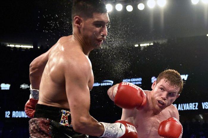 Pertarungan antara Amir Khan dan Saul Alvarez di T-Mobile Arena, Las Vegas, 7 Mei 2016.