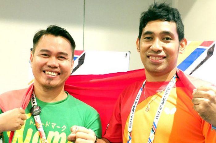 Atlet tenis meja Indonesia, Komet Akbar (kiri) dan David Jacobs, yang akan berlaga pada ASEAN Para Games 2017 berpose di Kuala Lumpur, Malaysia, Jumat (15/9/2017).